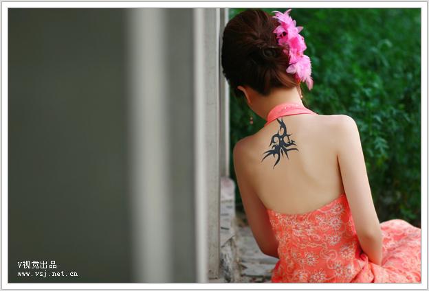 纹身的美女新娘