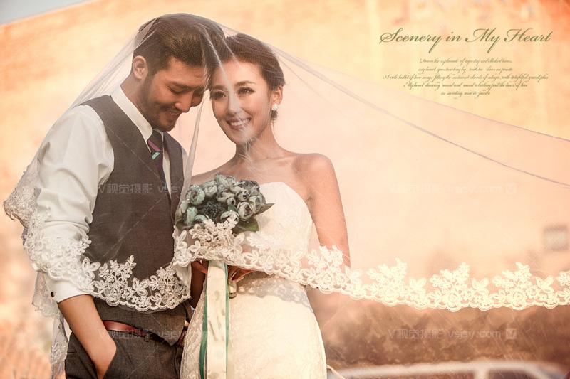 1、奢华的礼服.欧式婚纱照最显著的特点就是奢华、大气.