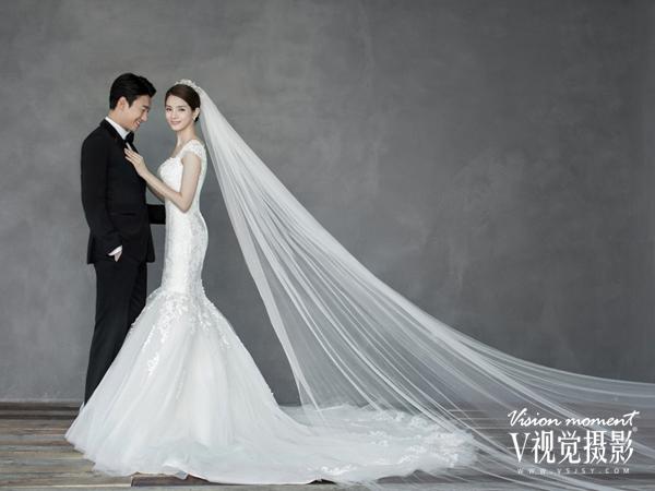 唯美的新娘拖地长纱婚纱照